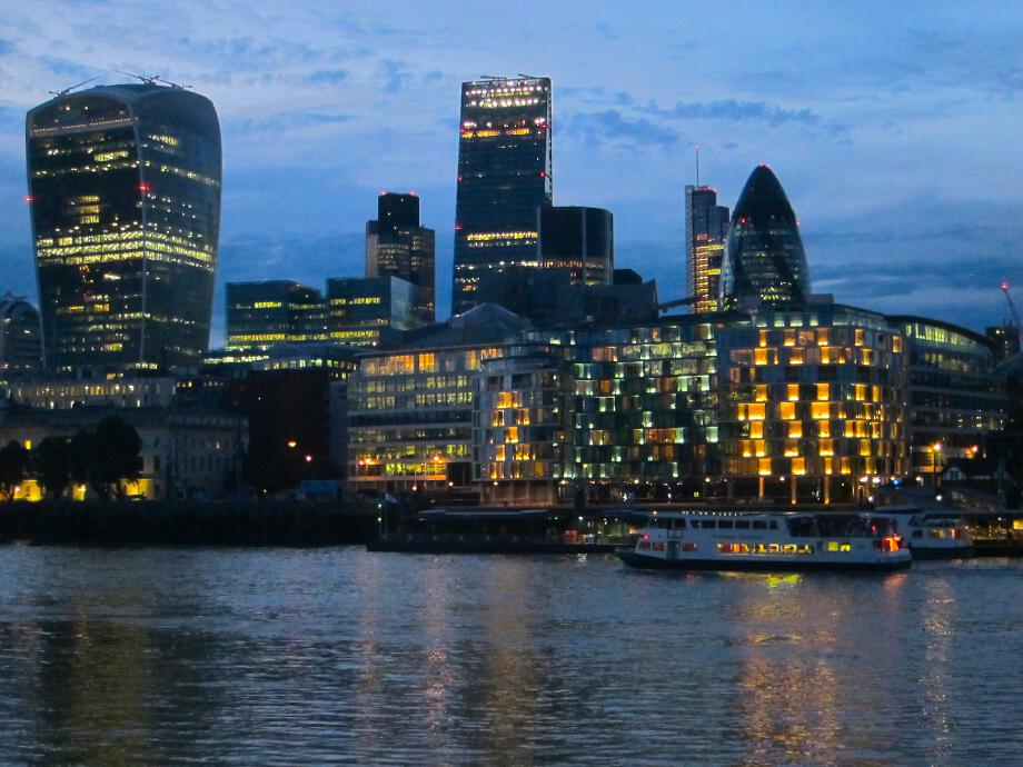 What_a_view_-_London_City_at_night_web.jpg
