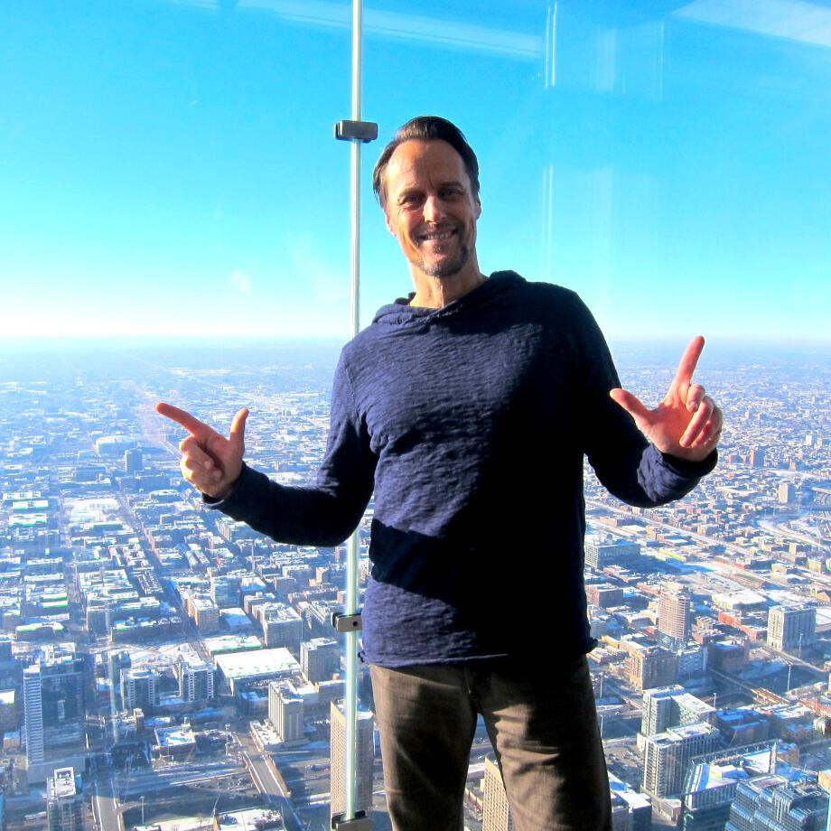 Auf dem Glasbalkon des Willis Tower in Chicago