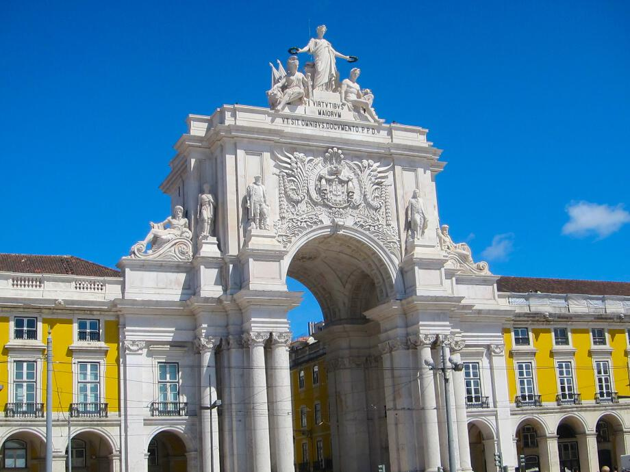 The_Arch_at_Praca_do_Comercio.jpg