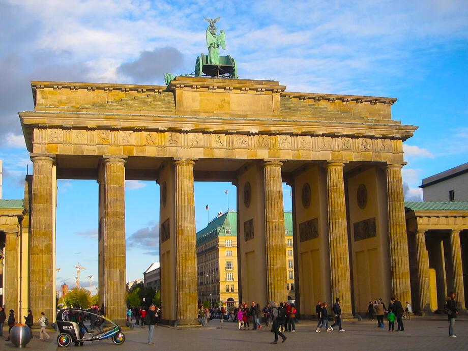 The_glorious_Brandenburg_Gate.jpg